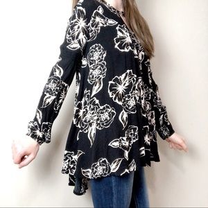 Free People Tops - Flowy Free People blouse or tunic